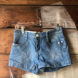 BOGO W.S.N. Misses Size Small LightWash Jean Short